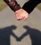 Gute Neuigkeiten zum Valentinstag: Händchenhalten vermindert das Herzinfarktrisiko! © Stefan Redel - Fotolia.com