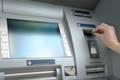 Geldabheben am Geldautomat demnächst zum Teil mit einheitlichen Gebühren möglich © istock.com